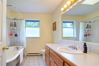 Photo 18: 1081 TIMBERLAND Road: Roberts Creek House for sale (Sunshine Coast)  : MLS®# R2468974