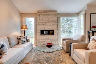 Photo 5: 23 185 Woodridge Drive SW in Calgary: Woodlands Row/Townhouse for sale : MLS®# A1039953