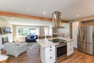 Photo 2: 381 Denman St in : CV Comox (Town of) House for sale (Comox Valley)  : MLS®# 858909