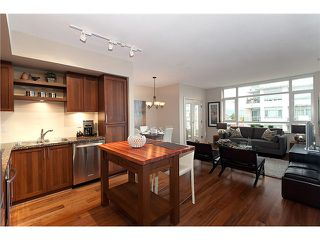 "Photo 2: # PH711 2268 W BROADWAY BB in Vancouver: Kitsilano Condo for sale in ""THE VINE"" (Vancouver West)  : MLS®# V919312"
