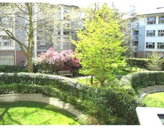 """Photo 4: 212 4685 VALLEY Drive in Vancouver: Quilchena Condo for sale in """"MARGUERITE HOUSE I"""" (Vancouver West)  : MLS®# V678744"""