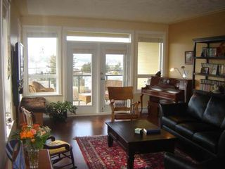 Photo 2: 1912 COMOX AVE in COMOX: Residential Detached for sale : MLS®# 252557