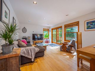 Photo 4: 7983 LOHN Road in Halfmoon Bay: Halfmn Bay Secret Cv Redroofs House for sale (Sunshine Coast)  : MLS®# R2398983