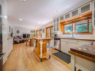 Photo 2: 7983 LOHN Road in Halfmoon Bay: Halfmn Bay Secret Cv Redroofs House for sale (Sunshine Coast)  : MLS®# R2398983