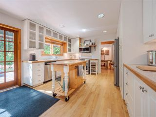 Photo 3: 7983 LOHN Road in Halfmoon Bay: Halfmn Bay Secret Cv Redroofs House for sale (Sunshine Coast)  : MLS®# R2398983