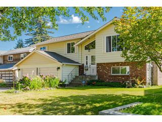 """Photo 3: 18372 58B Avenue in Surrey: Cloverdale BC House for sale in """"Cloverdale"""" (Cloverdale)  : MLS®# R2493461"""