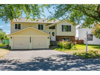 """Photo 2: 18372 58B Avenue in Surrey: Cloverdale BC House for sale in """"Cloverdale"""" (Cloverdale)  : MLS®# R2493461"""