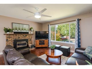 """Photo 5: 18372 58B Avenue in Surrey: Cloverdale BC House for sale in """"Cloverdale"""" (Cloverdale)  : MLS®# R2493461"""