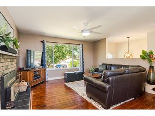"""Photo 4: 18372 58B Avenue in Surrey: Cloverdale BC House for sale in """"Cloverdale"""" (Cloverdale)  : MLS®# R2493461"""
