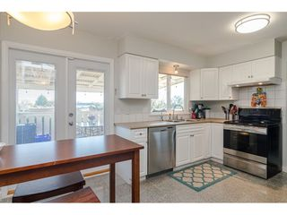 """Photo 9: 18372 58B Avenue in Surrey: Cloverdale BC House for sale in """"Cloverdale"""" (Cloverdale)  : MLS®# R2493461"""