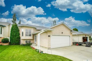 Photo 2: 414 Budz Crescent in Saskatoon: Arbor Creek Residential for sale : MLS®# SK826080