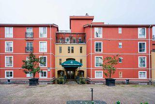 "Photo 1: 102 6 RENAISSANCE Square in New Westminster: Quay Condo for sale in ""The Rialto in Quay"" : MLS®# R2519407"