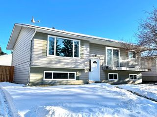 Main Photo: 232 Queensland Road SE in Calgary: Queensland Detached for sale : MLS®# A1058623