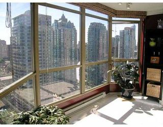 "Photo 5: 2602 867 HAMILTON Street in Vancouver: Downtown VW Condo for sale in ""JARDINE'S LOOKOUT"" (Vancouver West)  : MLS®# V674303"