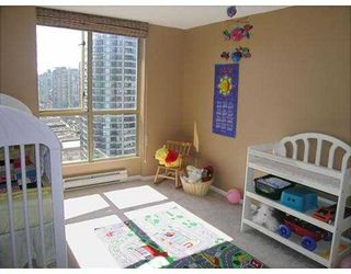 "Photo 9: 2602 867 HAMILTON Street in Vancouver: Downtown VW Condo for sale in ""JARDINE'S LOOKOUT"" (Vancouver West)  : MLS®# V674303"