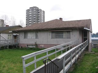 Photo 1: 76-78 GLOVER Avenue in New_Westminster: GlenBrooke North House Duplex for sale (New Westminster)  : MLS®# V702687