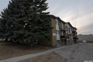 Photo 1: 122 5 Columbia Drive in Saskatoon: River Heights SA Residential for sale : MLS®# SK793579