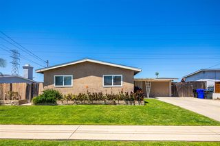 Photo 3: CLAIREMONT House for sale : 3 bedrooms : 4592 Southampton St. in San Diego