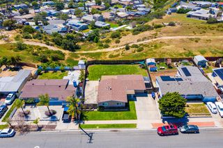 Photo 6: CLAIREMONT House for sale : 3 bedrooms : 4592 Southampton St. in San Diego