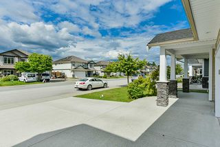 Photo 3: 32996 EGGLESTONE Avenue in Mission: Mission BC House for sale : MLS®# R2474927