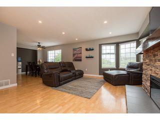 Photo 3: 3211 MCKINLEY Drive in Abbotsford: Abbotsford East House for sale : MLS®# R2498286