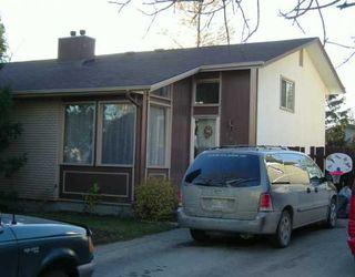 Photo 1: 104 LAKE RIDGE Road in Winnipeg: Westwood / Crestview Single Family Attached for sale (West Winnipeg)  : MLS®# 2516870