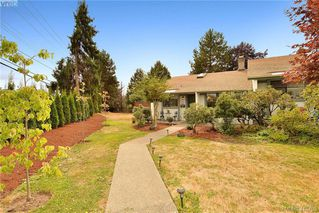 Photo 1: 1 4140 Interurban Road in VICTORIA: SW Strawberry Vale Row/Townhouse for sale (Saanich West)  : MLS®# 415705