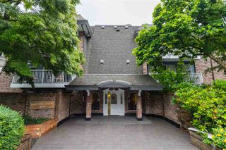 """Photo 2: 313 3875 W 4TH Avenue in Vancouver: Point Grey Condo for sale in """"LANDMARK JERICHO"""" (Vancouver West)  : MLS®# R2468177"""