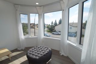 Photo 5: 271 HAWKVILLE Close NW in Calgary: Hawkwood Detached for sale : MLS®# A1019161
