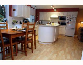 """Photo 5: 29 1100 56TH Street in Tsawwassen: Tsawwassen East Townhouse for sale in """"ROYAL OAKS"""" : MLS®# V794541"""