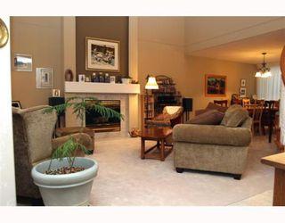 """Photo 2: 29 1100 56TH Street in Tsawwassen: Tsawwassen East Townhouse for sale in """"ROYAL OAKS"""" : MLS®# V794541"""