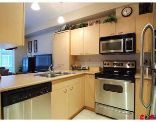 """Photo 2: 151 18701 66TH Avenue in Surrey: Cloverdale BC Townhouse for sale in """"THE ENCORE AT HILLCREST"""" (Cloverdale)  : MLS®# F2730547"""
