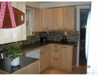 Photo 2: 105 555 W 28TH Street in North_Vancouver: Upper Lonsdale Townhouse for sale (North Vancouver)  : MLS®# V693743
