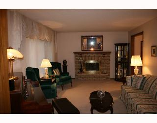 Photo 2: 40 ATTACHE Drive in WINNIPEG: West Kildonan / Garden City Residential for sale (North West Winnipeg)  : MLS®# 2810012