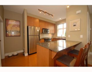 Photo 4: 2294 St. George Street in Vancouver: Mount Pleasant VE Townhouse for sale (Vancouver East)  : MLS®# V748597
