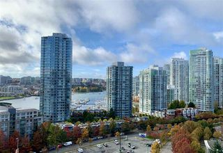 """Photo 10: 1602 89 NELSON Street in Vancouver: Yaletown Condo for sale in """"The ARC"""" (Vancouver West)  : MLS®# R2415303"""