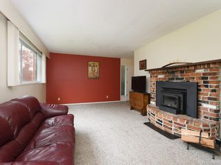 Photo 1: 2118 Bradford Ave in Sidney: Si Sidney North-East Single Family Detached for sale : MLS®# 844026