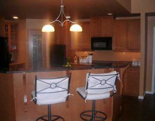 Photo 3: 300 CHALFONT Road in WINNIPEG: Murray Park Single Family Detached for sale (South Winnipeg)  : MLS®# 2706502