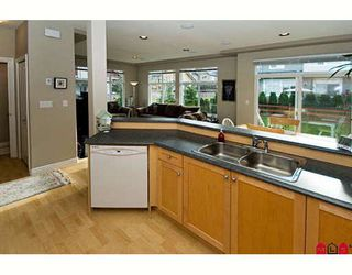 "Photo 2: 31 16760 61ST Avenue in Surrey: Cloverdale BC Townhouse for sale in ""Harvest Landing"" (Cloverdale)  : MLS®# F2729006"