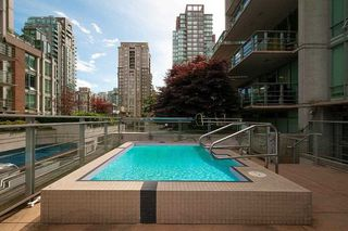 "Photo 18: 901 565 SMITHE Street in Vancouver: Downtown VW Condo for sale in ""VITA"" (Vancouver West)  : MLS®# R2389668"