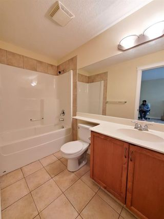 Photo 16: 7107 14 HEMLOCK Crescent SW in Calgary: Spruce Cliff Apartment for sale : MLS®# C4302638