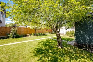 Photo 3: 824 19 Avenue NW in Calgary: Mount Pleasant Detached for sale : MLS®# A1009057