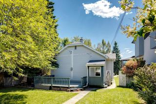 Photo 4: 824 19 Avenue NW in Calgary: Mount Pleasant Detached for sale : MLS®# A1009057