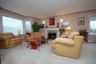 Photo 2: 1282 Geric Pl in Victoria: Residential for sale : MLS®# 269222