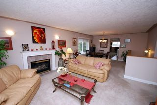 Photo 3: 1282 Geric Pl in Victoria: Residential for sale : MLS®# 269222