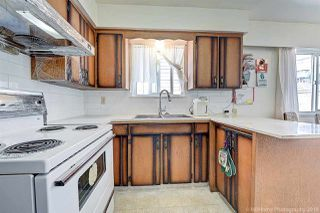 Photo 3: 3535 ADANAC Street in Vancouver: Renfrew VE House for sale (Vancouver East)  : MLS®# R2395341