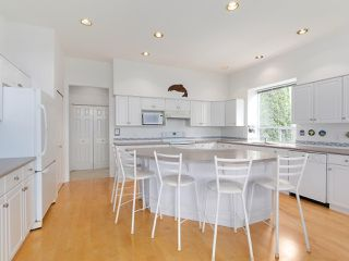 """Photo 5: 208 ASPENWOOD Drive in Port Moody: Heritage Woods PM House for sale in """"Heritage Woods"""" : MLS®# R2396270"""