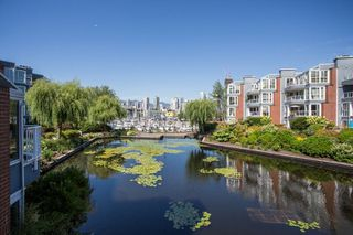 Photo 18: 1523 MARINER WALK in Vancouver: False Creek Townhouse for sale (Vancouver West)  : MLS®# R2367455