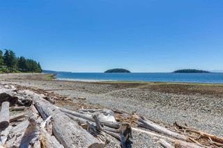 Photo 2: 5398 WAKEFIELD BEACH Lane in Sechelt: Sechelt District Townhouse for sale (Sunshine Coast)  : MLS®# R2421735