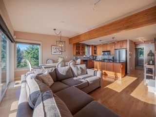 Photo 3: 5398 WAKEFIELD BEACH Lane in Sechelt: Sechelt District Townhouse for sale (Sunshine Coast)  : MLS®# R2421735
